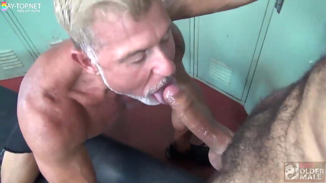 Daddy's Cumming bareback gay bear videos