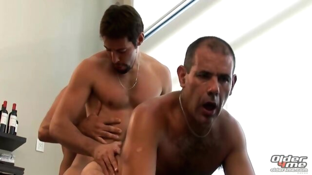 Mature 3sum bareback gay brunette videos