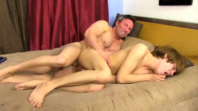 Married Daddy Bangs.. bareback gay daddy videos