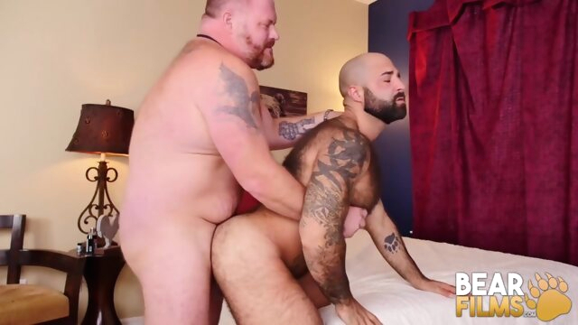 Big Bear Daddy.. bareback gay bear videos