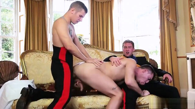 Pegando o Principe - 2 blowjob gay condom videos