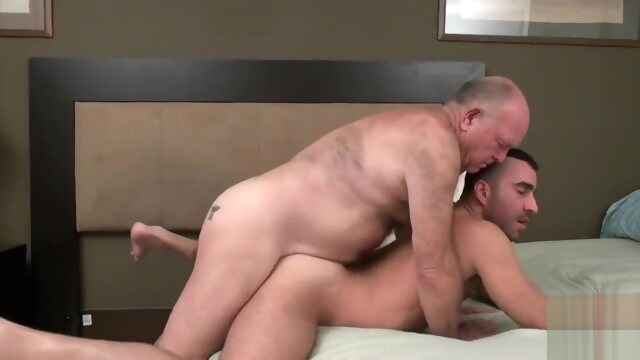 Grandpa bear fucks a.. bear gay big cock videos