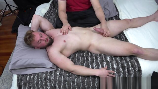 Aron - Muscle worship fetish gay handjob videos